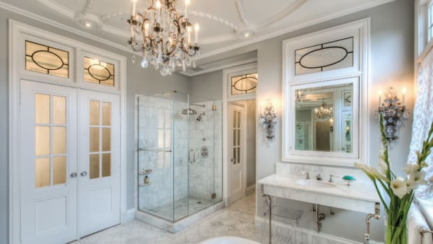 Beaux-Arts master Bath