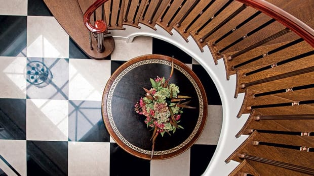 sprial staircase classicla penthouse