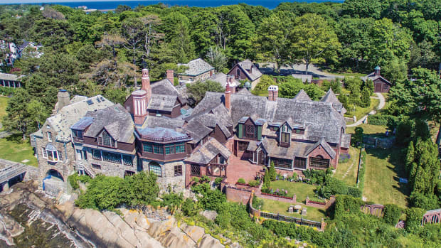 Henry Davis Sleeper built Beauport between 1907 and 1908, but its enlargement and decoration never stopped. The result was a magical concoction of gables, porches, dormers and chimneys clinging to the rocky coastline.