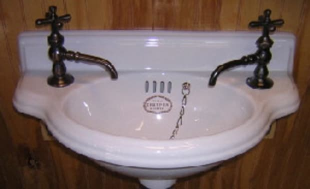 bathroom-machineries_thomas-crapper-cloakroom-basin