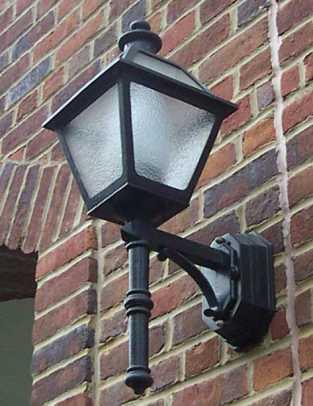 herwig-lighting-bracket-lantern