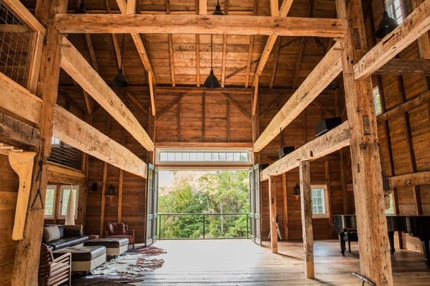 06_Barn_Interior