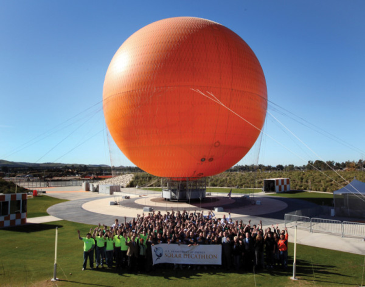 Students gather beneath the Orange County Great Park Balloon in Irvine, CA, during workshops for this year's Solar Decathlon. (Photo: U.S. Department of Energy)