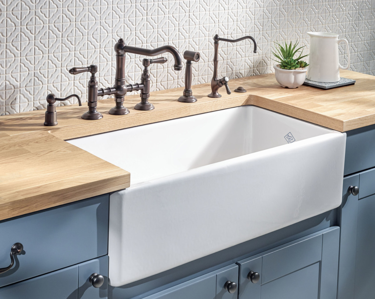 apron-front Shaws sink
