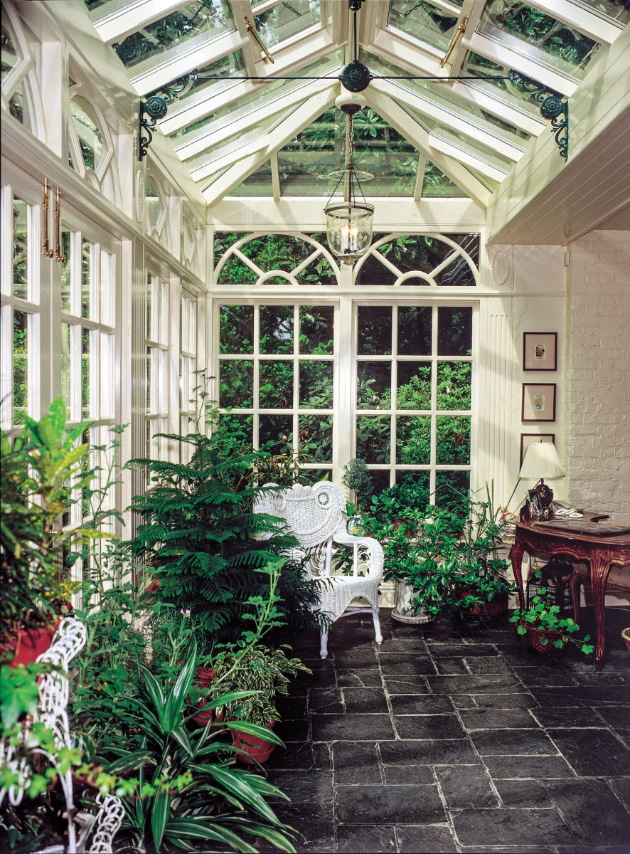 Custom conservatory by Oak Leaf Conservatories
