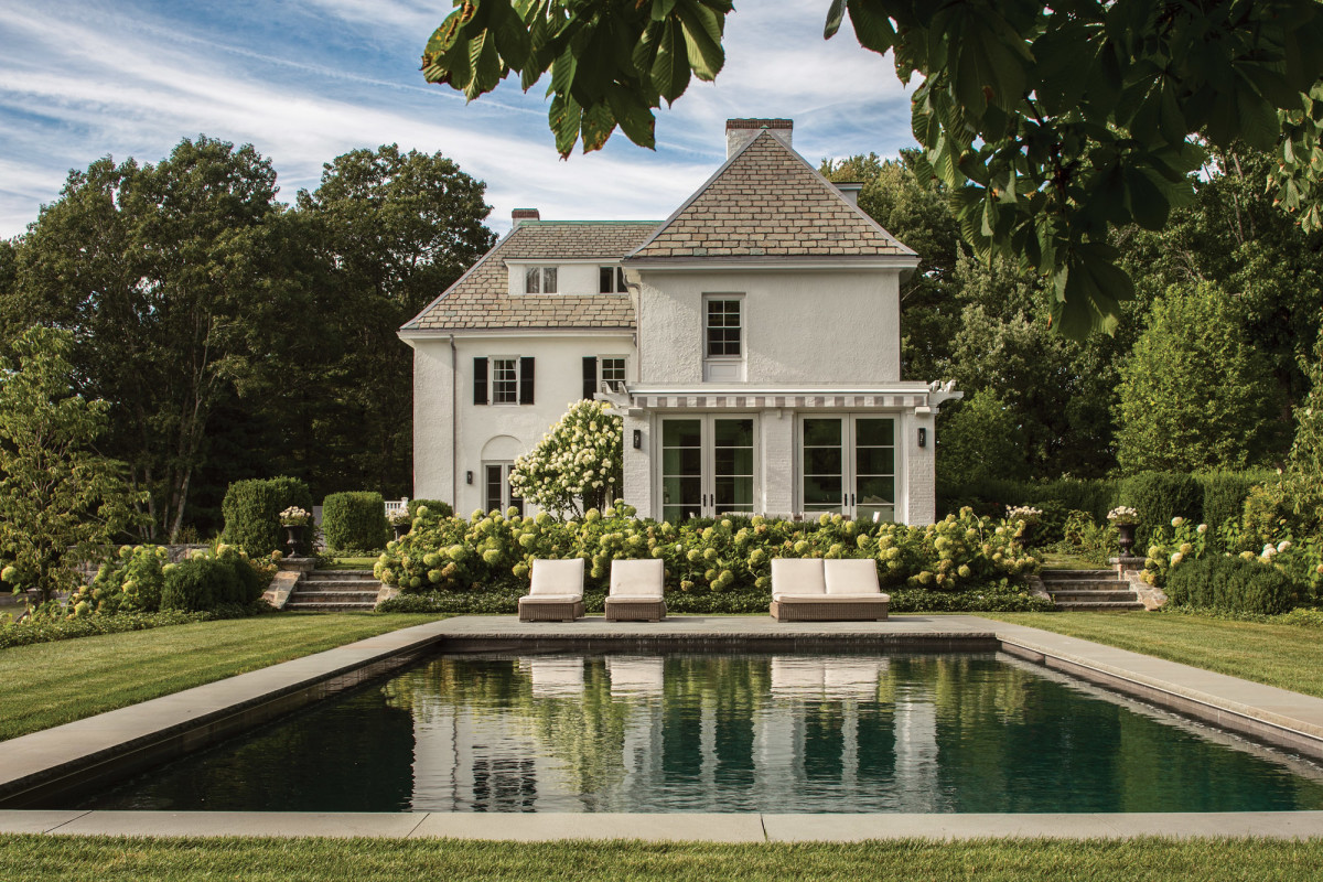 Period landscaping with pool