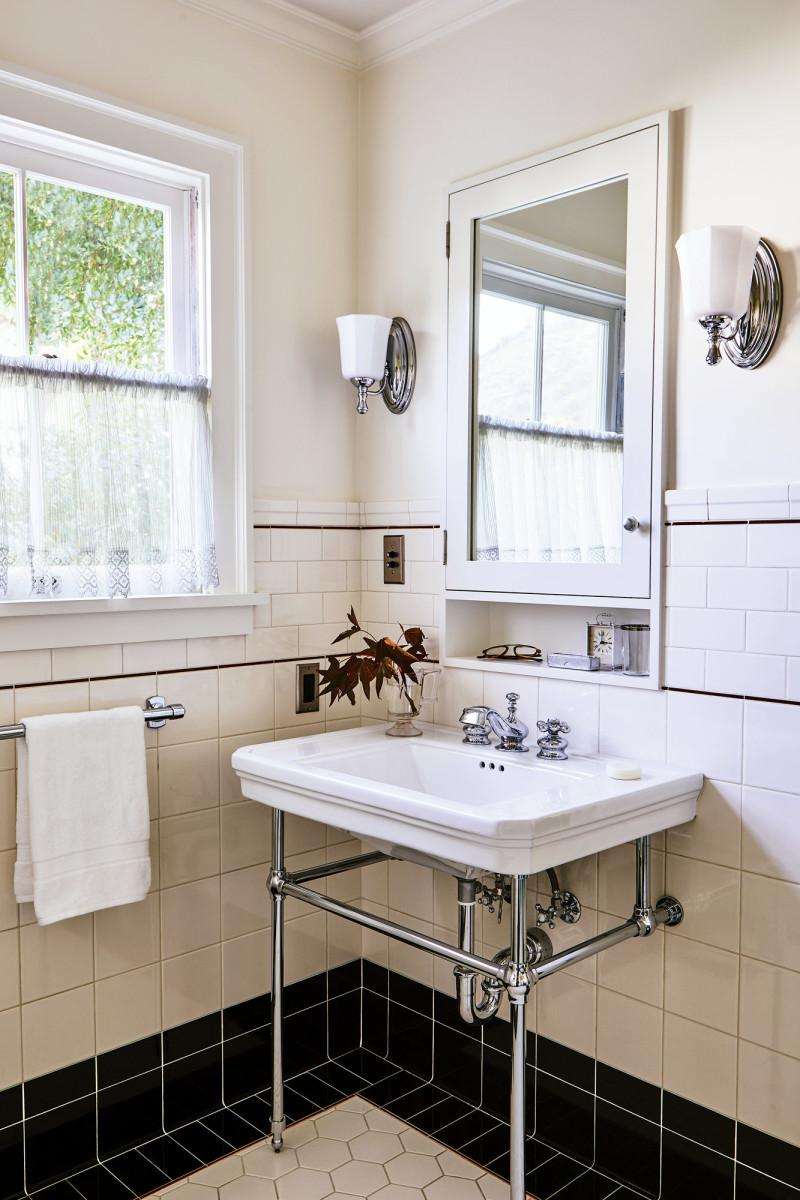 Orson Welles House master bath