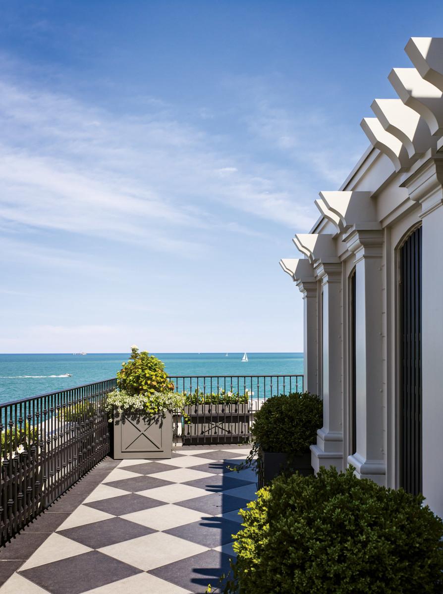 Lake Michigan balcony, HBRA Architects