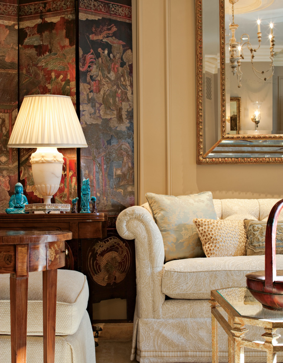 Traditionally-styled living room, Gerald Pomeroy design