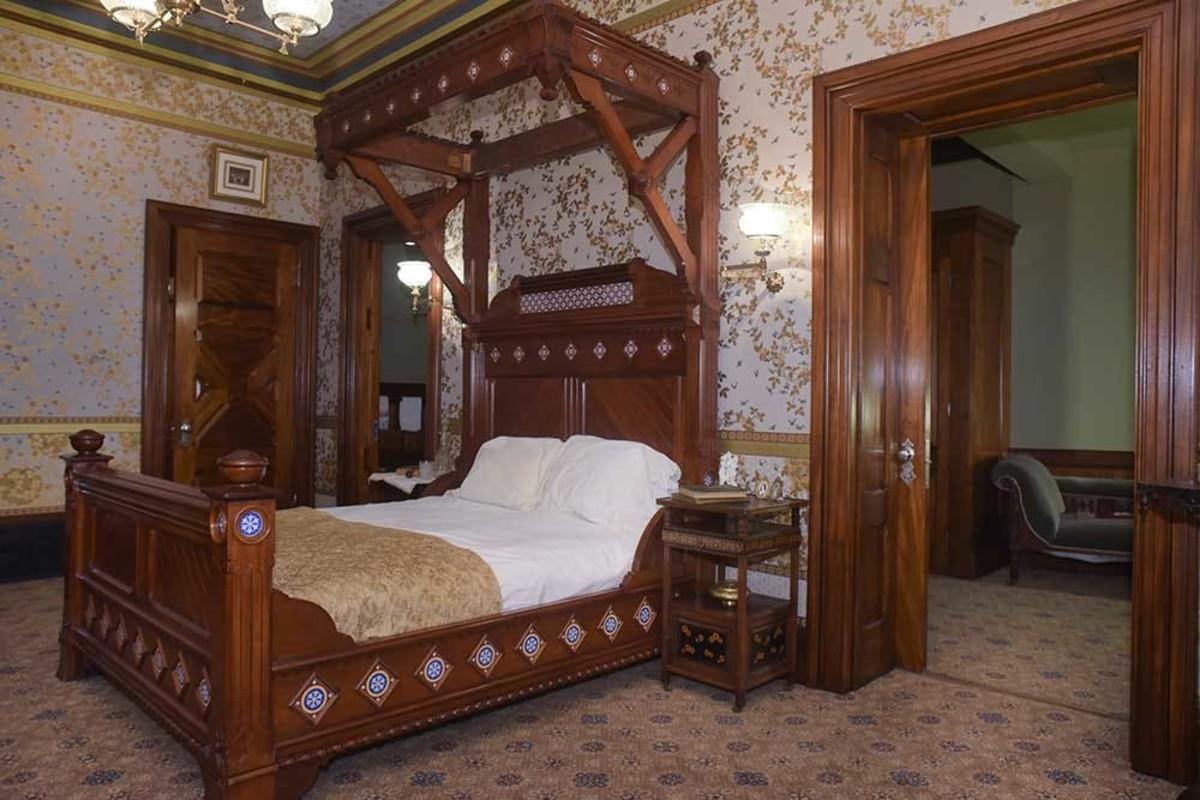 Mark Twain House & Museum- Mahogany Suite