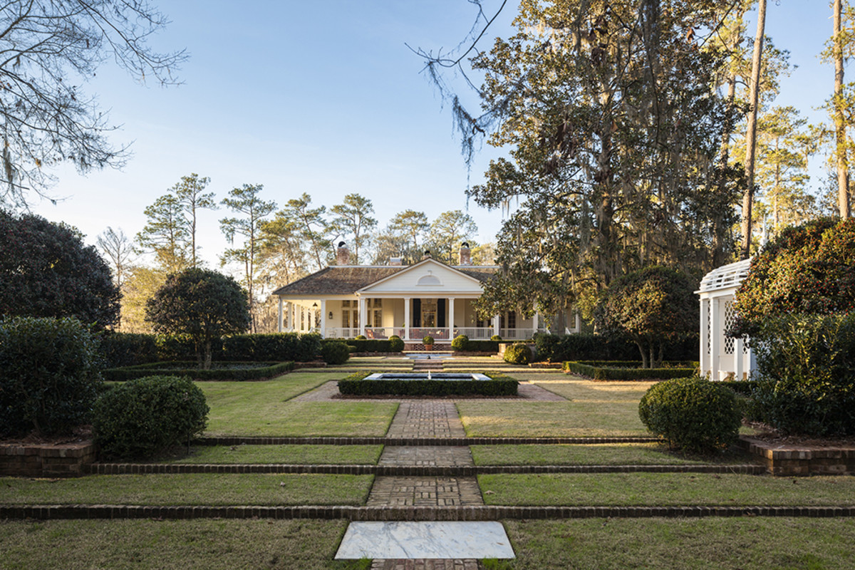 A New Residence in the South, G. P. Schafer Architect, DPC